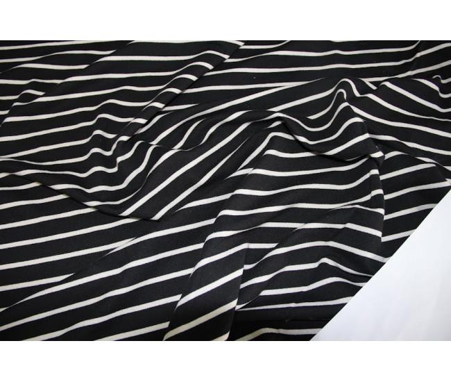 Хлопковый футер, изнанка петля,  цвет фона черный. Остаток 5,5м.