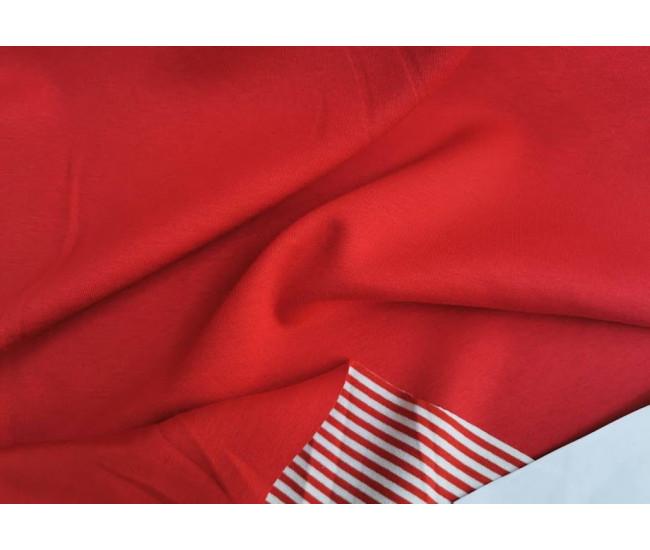 Двусторонний костюмно-плательный трикотаж в полоску поперек кромки.