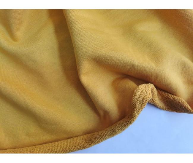 Хлопковый футер, изнанка петля. Цвет желто-горчичный.