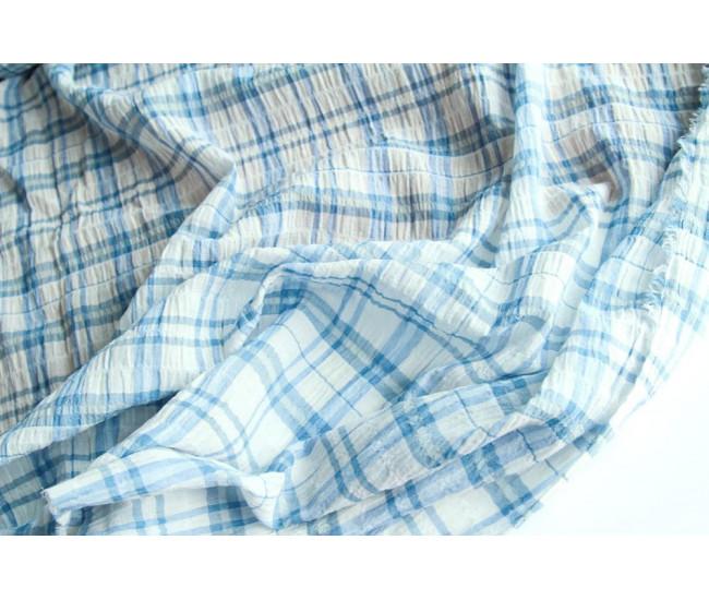 Плательно-рубашечный батист в клетку с чуть  жатым эффектом,  цвет молочно-голубой.
