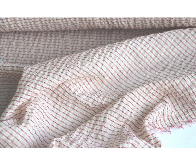 Блузочно-плательный хлопок крэш.  Цвет молочно-бежевый в красную полоску поперек кромки