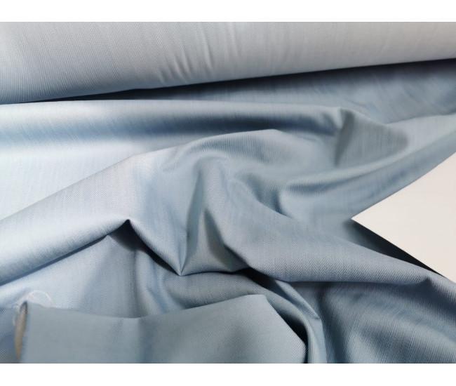 Джинса стрейч отличного качества,  цвет голубой