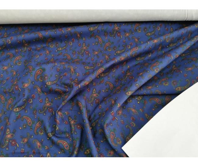 Костюмная джинса с печатью ,  фон фиолетовый