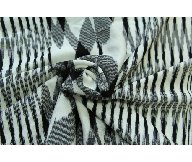 Плательный трикотаж.   Цвет бело-черный. Отрезы 3,9м. и 3,35м