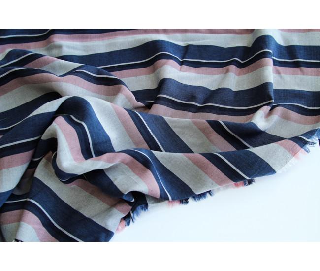 Костюмно-плательная вискоза в полоску,полоска поперек кромки, цвет серо-сине-розовый меланж.