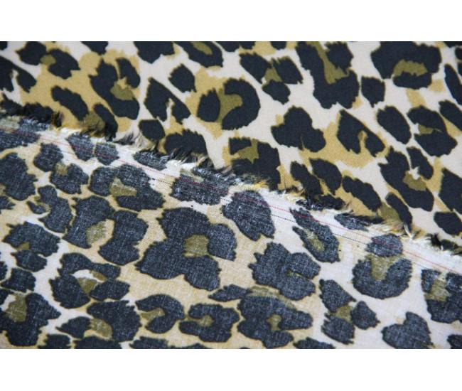 Блузочно-плательная вискоза с печатью.   Расцветка лео в черно-оливковых .